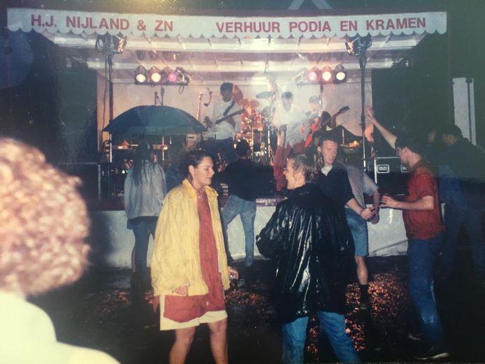 Dancing in the rain op de rock van Golden Earring.