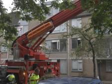 Brandweer blust vuur in appartementencomplex Van Bassenstraat