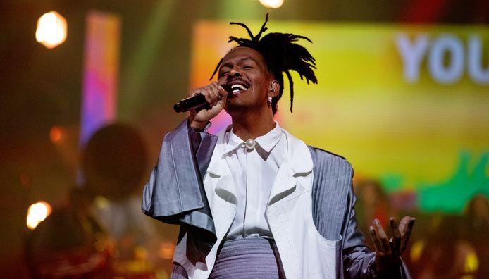 Jeangu Macrooy zong donderdagavond zijn nummer voor het eerst in het openbaar.