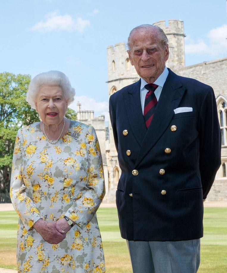 Queen Elizabeth II en Philip, Duke of Edinburgh: 'Philip gromt en sputtert, maar doet wel zijn taak.' Beeld Photo News