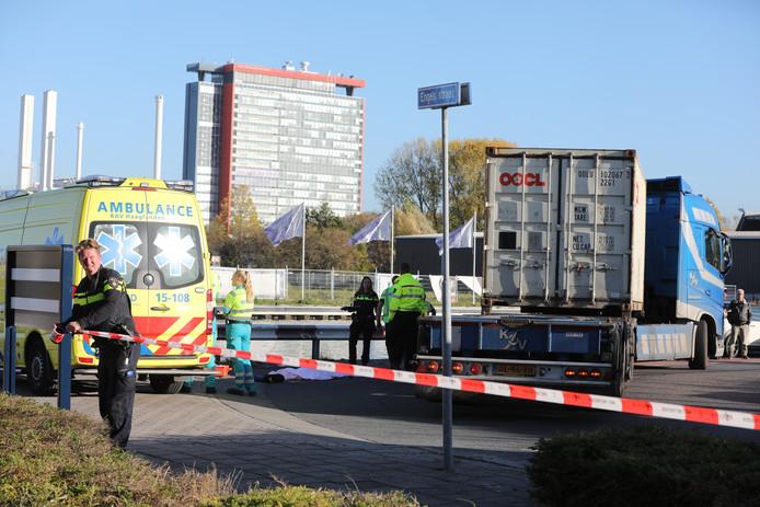 Fietser aangereden door vrachtwagen op Schieweg Delft.