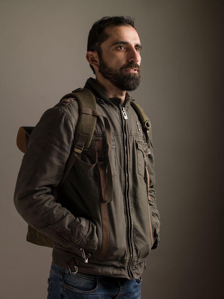 Giath Taha (1982) is een Syrische fotograaf. Op jonge leeftijd kreeg hij van zijn vader een camera in zijn handen gedrukt. Tijdens de oorlog in Syrië werkte hij voor het persbureau Reuters. Zijn foto's zijn gepubliceerd in The New York Times en The Washington Post. Giath Taha exposeert regelmatig in Nederland. Beeld Koos Breukel