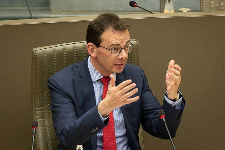 Vlaams minister Wouter Beke noemt de instabiliteit van AstraZeneca 'een gigantisch probleem'. Beeld BELGA