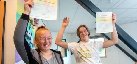 Het eerste diploma Praktijkonderwijs in Harderwijk komt bij Marvick ingelijst in de woonkamer te hangen