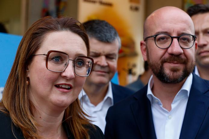 Premier Charles Michel en Gwendolyn Rutten van de Open VLD tijdens de campagne voor de verkiezingen.
