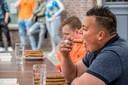 Het Ostrechts Kampioenschap Frikandellen Eten tijdens Koningsdag 2018.