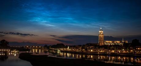 Natuur trakteert Deventer op nachtelijke lichtshow; Sander Korvemaker legt het prachtig vast