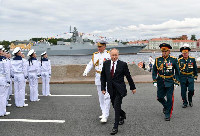 President Vladimir Poetin vierde de 325ste verjaardag van de oprichting van de Russische marine.