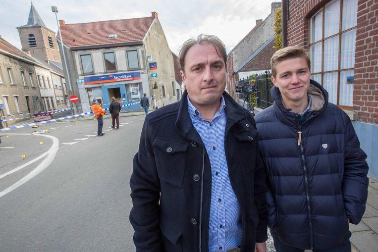 Kantoorhouder Dany Dasseleer (links) met medewerker Maxime Vanholder.
