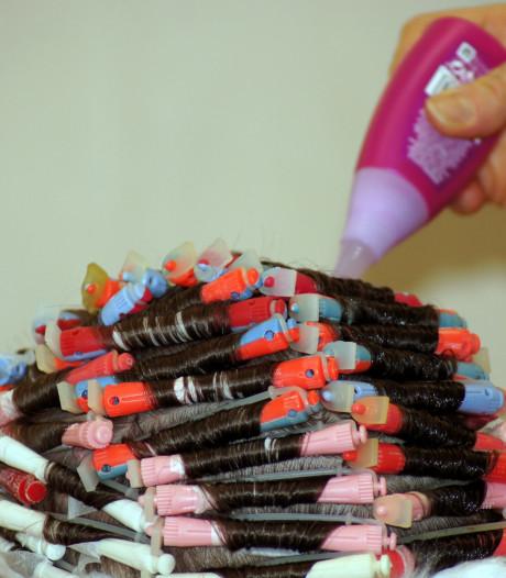 Ouderen zonder kapper door corona: 'Hoe moet dat nou? Mijn haar is mijn alles'