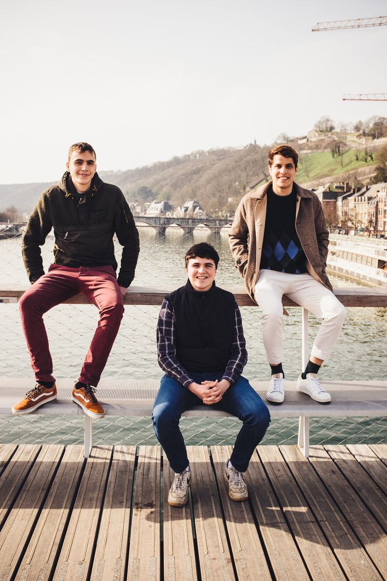 Roch (midden): 'Onze Vlaamse stiefbroers hebben zowat dezelfde leeftijd als ik, maar onze interesses liggen ver uiteen: zij zoeken het in het artistieke. Maar we verstaan elkaar.' Beeld Carmen De Vos