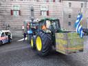 De boeren zijn aangekomen op het Abdijplein.