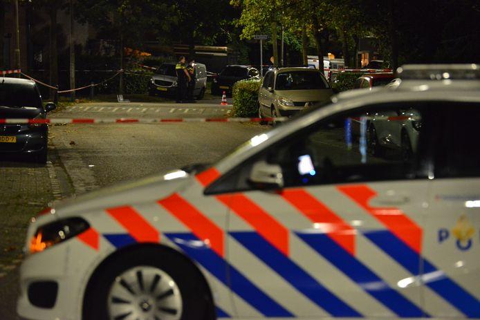 De dakdekkers werden beschoten aan de Marterhof in Etten-Leur.