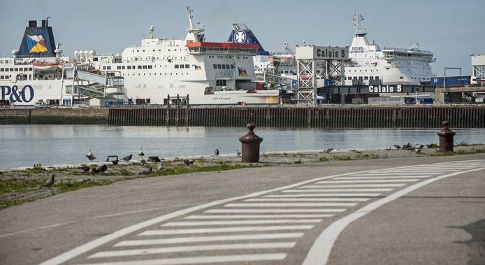 De haven van Calais, waar vorige week een 32-jarige vrachtwagenchauffeur uit Urk is aangehouden.