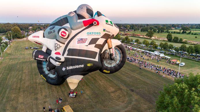 De motorballon werd wel opgeblazen maar bleef aan de grond.