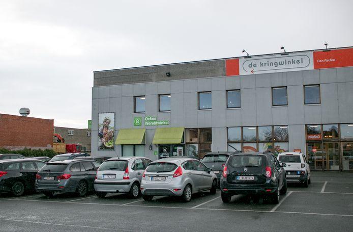 De weesfietsen worden bij Den Azalee hersteld en vervolgens verkocht in de Kringwinkel.