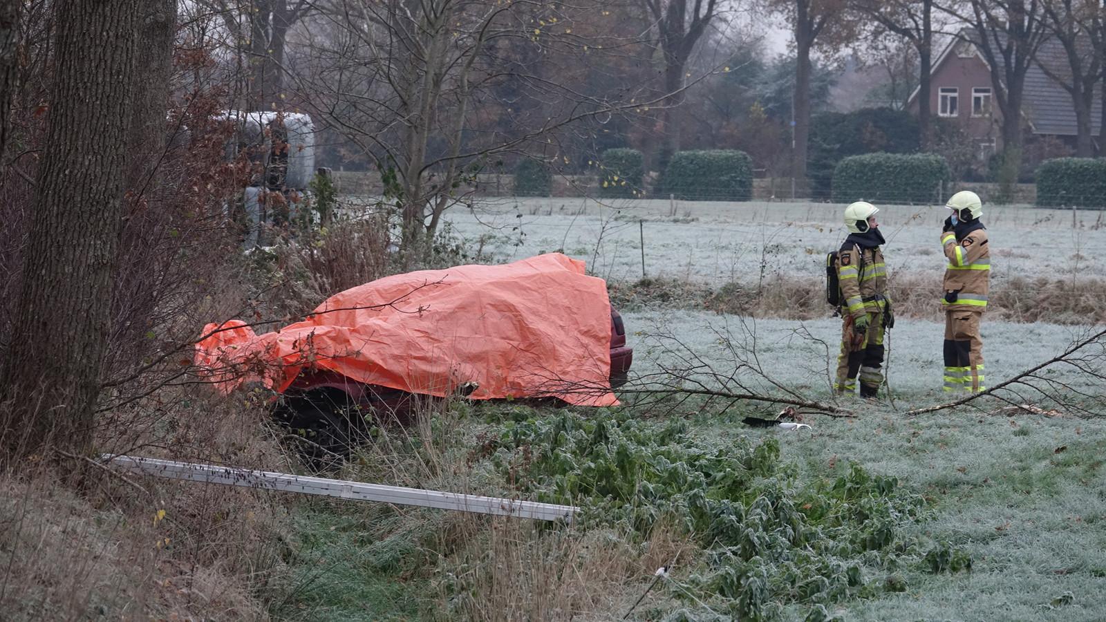 Bij een dodelijk ongeval bij De Krim is een auto van de weg geschoven.