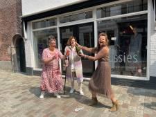Winkel in Goes gaat tóch door: 'Tweedehands kleding is niet suf en muffig meer'