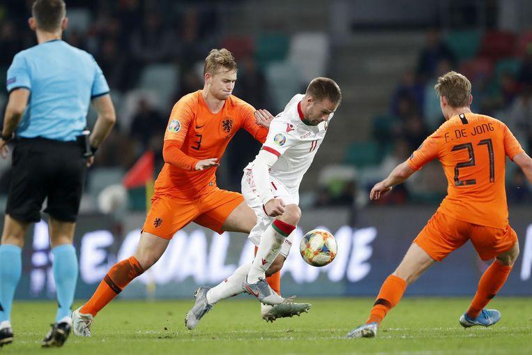 Matthijs de Ligt en Frenkie de Jong in Oranje. De Uefa wil verbieden dat deelnemers aan de Super League nog interlands spelen. Beeld ANP