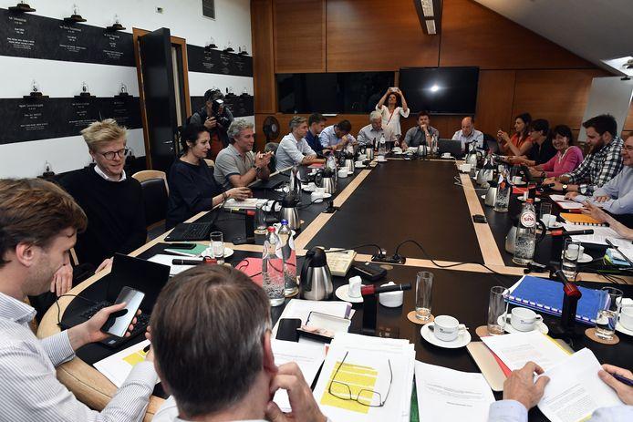 Na weken van onderhandelingen legt donderdag de nieuwe Brusselse regering de eed af.