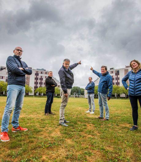 Rokkeveners voelen zich 'belazerd' en roepen hulp van politiek in tegen bouw woontorens