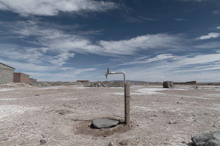 Een watertappunt in Rio Grande. Een van de zorgen van het dorp is dat de lithiummijn die nog niets oplevert, put uit hun waterbron. 'Niemand weet precies hoeveel water er nog is.' Beeld Marcelo Pérez del Carpio