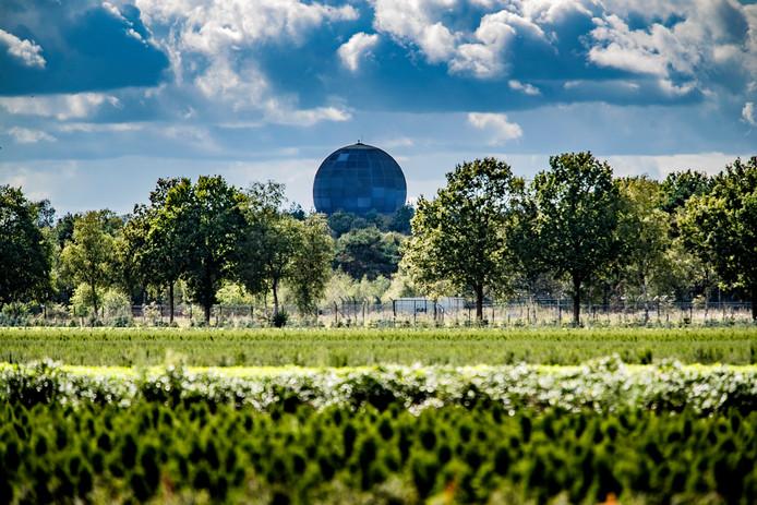 De militaire radar van Defensie in Nieuw Milligen moet verdwijnen. De vraag is wanneer.