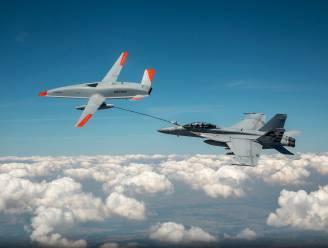 Primeur: kijk hoe gevechtsvliegtuig in lucht tankt bij drone