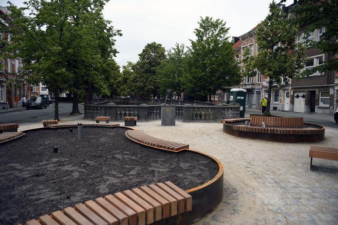 Het pleintje van Paep Thoon in Leuven is vernieuwd en biedt nu meer zitruimte.