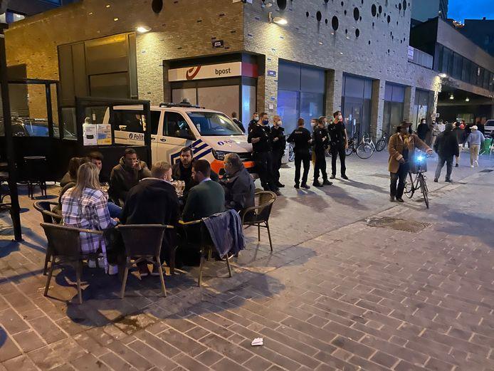 De politie zal voortaan strenger toezien op de regels in de uitgaansbuurt in Oostende.