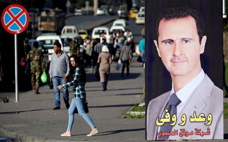 Een afbeelding van de Syrische president Assad in Damascus. Beeld Reuters