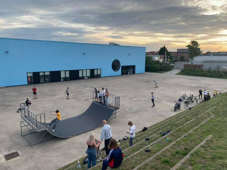 Aan OostCampus wordt een tijdelijke skateramp geplaatst.