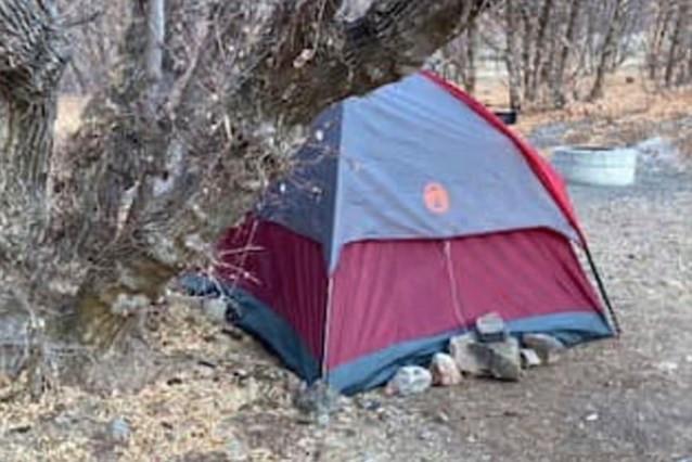 De tent waar de vrouw al die maanden in verbleef.