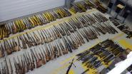 Franse douane neemt honderden wapens in beslag bij handelaar in sportartikelen