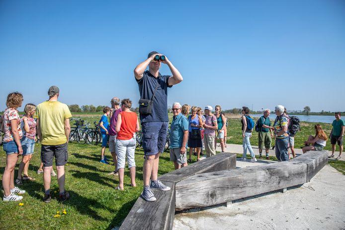Toen hij vijftien jaar geleden terugkeerde naar Zwolle, kreeg Wim Eikelboom pas oog voor de waterpracht in zijn achtertuin, een schoonheid die hem in zijn jeugd nog ontging. Die ervaring wil hij delen met stadsgenoten tijdens 'Verwonderwandelingen'.