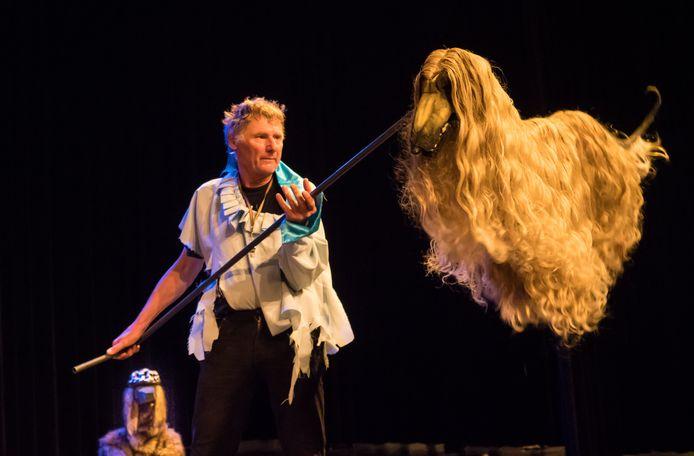 Rob Bijmans in de show Vliegende Honden Bijten Niet.