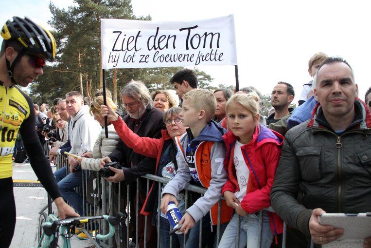 Supporters komen een laatste maal 'den Tom zien'.
