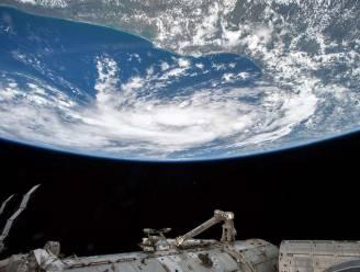 ISS-bemanning vlucht voor ruimteafval naar Sojoez-capsule