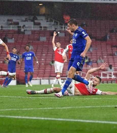 Rode kaart kost Arsenal zege: Leicester City pakt een punt