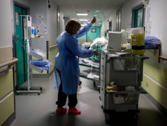 OVERZICHT. Aantal nieuwe overlijdens daalt voor het eerst in weken licht, aantal besmettingen blijft wel nog stijgen