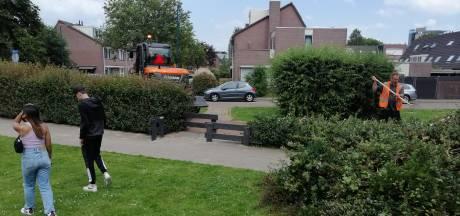 Gemeente grijpt in na ernstig ongeluk met 3-jarig meisje: 'Heggen naast speeltuin zijn te hoog'