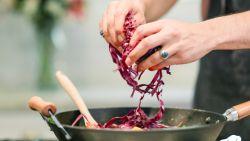 Kluns in de keuken? Via dit nieuwe online platform huur je een hobbykok aan huis in