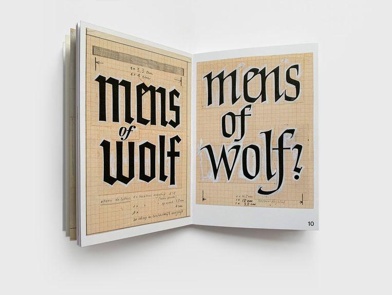 An Rutgers van der Loeff: Mens of wolf (Ploegsma, 1951), ontwerp Helmut Salden, het rechter ontwerp werd het definitieve. Beeld Karen Polder