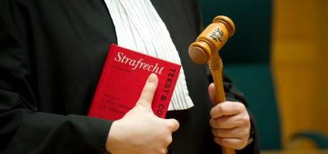 Van incest verdachte Drontenaar (48) ontkent misbruik van zijn dochter en wijst opa als schuldige aan