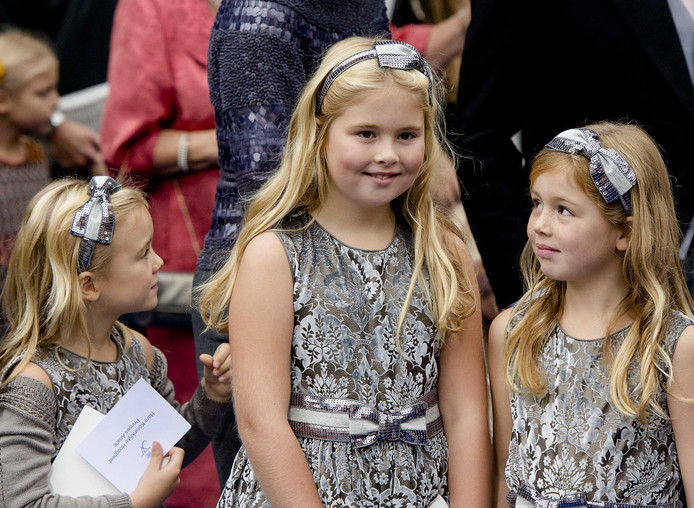 2013: prinses Amalia met haar zusjes, hier nog in dezelfde jurkjes.