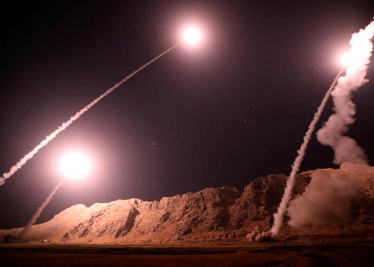 Eerder deze maand werden vanuit het westen van Iran raketten afgevuurd op de  Hajin-enclave in Oost-Syrië, als vergelding voor de aanslag op een militaire parade in Iran. Beeld AP