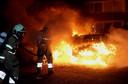 Op veel plekken brandden auto's uit