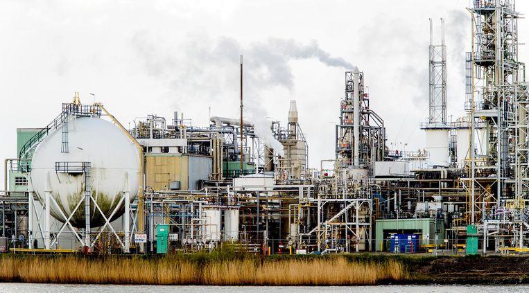 Exterieur van Chemieconcern DuPont, nu bekend onder de naam Chemours, in Dordrecht. Beeld null