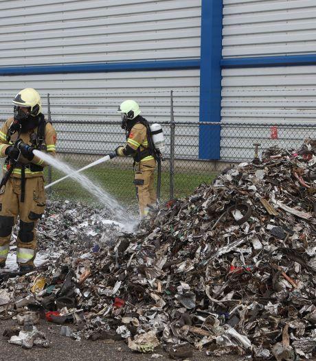 Vrachtwagenlading vat vlam op A2 bij Den Bosch