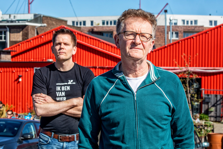 Cor Holtackers (rechts) en Rinke van 't Holt. Beeld Raymond Rutting / de Volkskrant